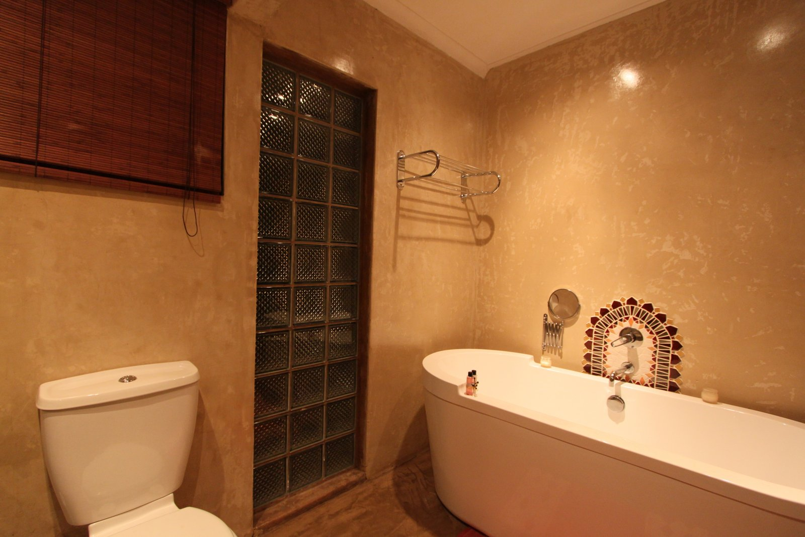 L4-Bathroom3.JPG